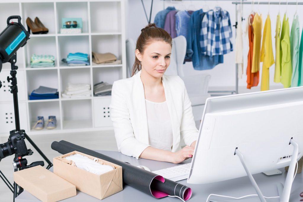 تنطوي التجارة الإلكترونية عبر الدروبشيبينغ على بعض الجوانب السلبية التي يجب أخذها في الاعتبار
