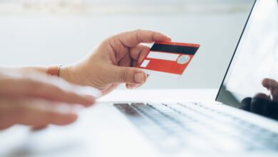 كيف تستخدم بطاقتك الائتمانية لإجراء معاملات مالية آمنة عبر الإنترنت؟