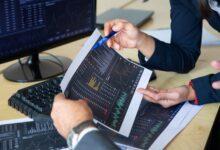 كيف تختر الأسهم التي يجب شراؤها والاستثمار فيها؟